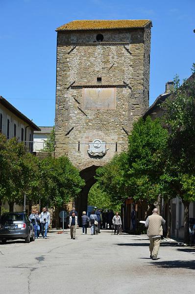9-Porta_Cannara,_Bevagna_01.jpg