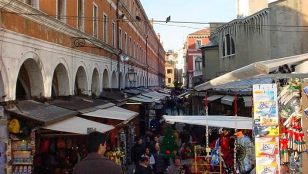 shopping-al-mercato-di-rialto.jpg